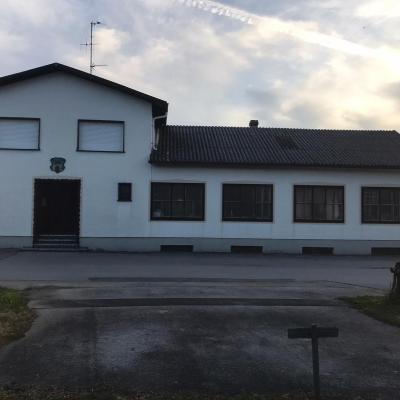 Einfamilienhaus mit angeschlossenem Nebengebäude/Tischlerwerkstatt zu verkaufen - thumb