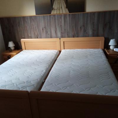 Betten in Buchenoptik - thumb