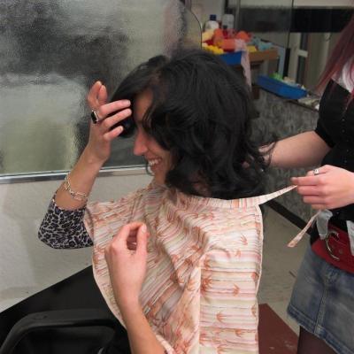 Haarschneideübungsmodell für Lehrmädchen geboten ! - thumb