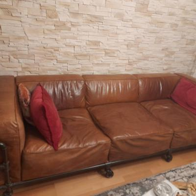 4-Sitzer-Sofa im Industriestil aus Leder, Havannafarben (fast neu!) - thumb