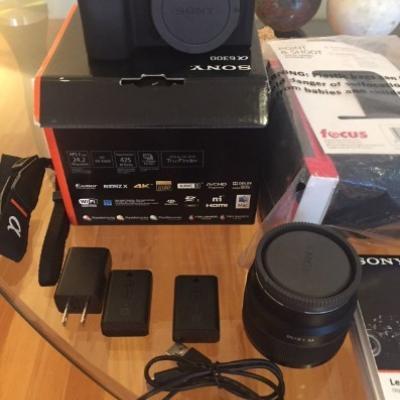 Sony A6300 4K mit 50-mm-FE-Objektiv und Batterien - thumb