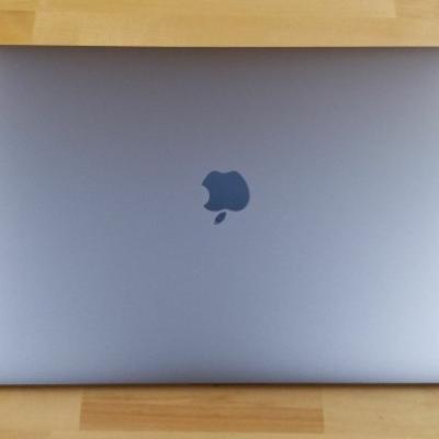 Apple MacBook Pro 15-inch Touch Bar -core i7,512GB - thumb