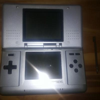 Nintendo DS, neuwertig, sehr guter Zustand - thumb