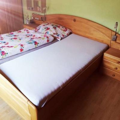 Bett 180x200 mit Nachtkästen 290 EURO - thumb