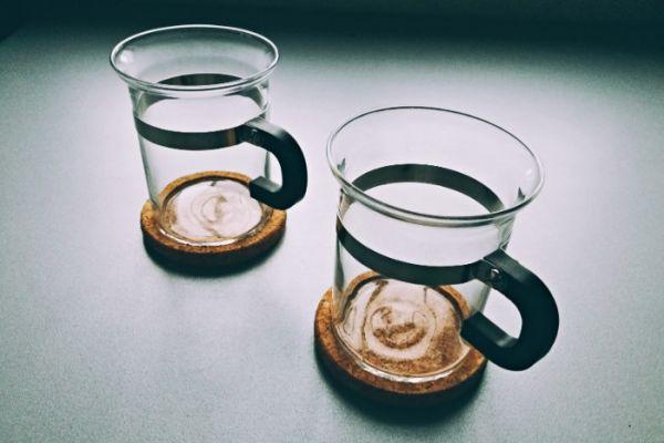 Bodum Teetassen aus Glas mit Untersetzer