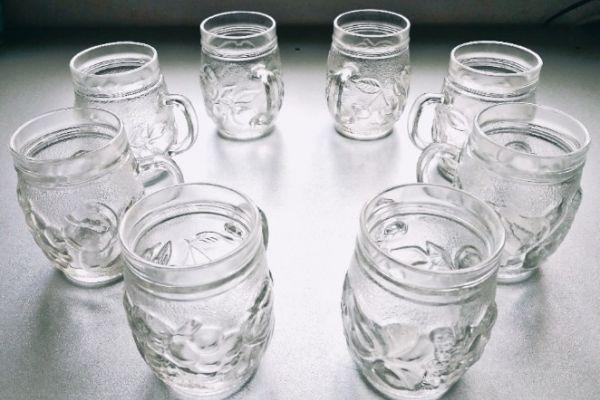 8-teiliges Gläser-Set m. Henkel und Früchte-Relief