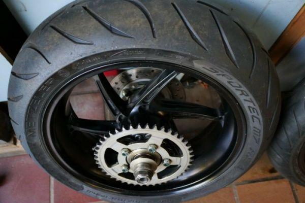 PVM Schmiedefelgen für die Honda SC59 ohne ABS