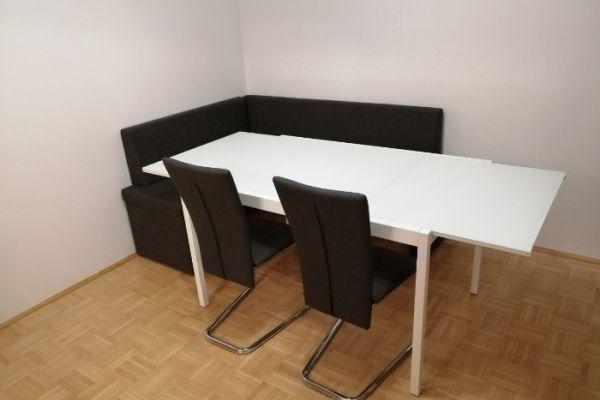 Tisch mit Glasplatte ausziehbar / € 80,-