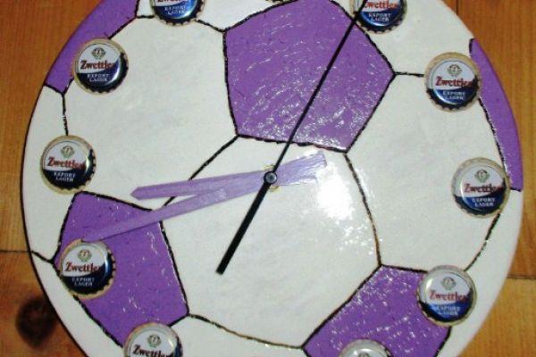Designeruhr im Fußballlook