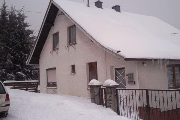 Nettes Einfamilienhaus mit Garage und Garten
