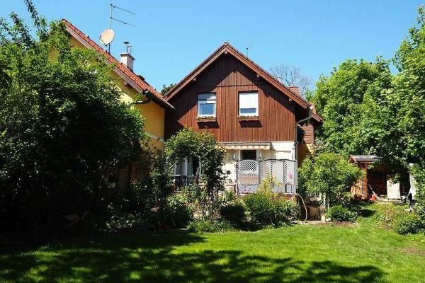 Provisionsfreies gepflegtes Haus mit großem Garten in Bestlage