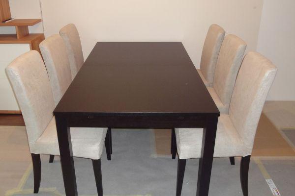 Ikea Tisch ausziehbar mit 6 Sesseln und unterschiedlichen Sitzbezügen