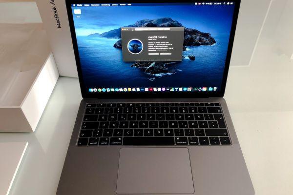 MacBook Air 2019 Retina 256SSD 8GB RAM i5-8210Y 13Ladezyklen WIE NEU