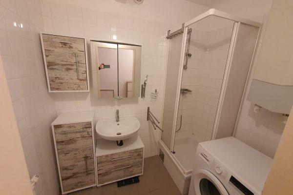 Schöne Gemeindewohnung: 2 Zimmer (mit Vormerkschein bis 31.7.2019)