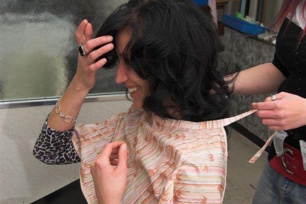 Haarschneideübungsmodell für Lehrmädchen geboten !