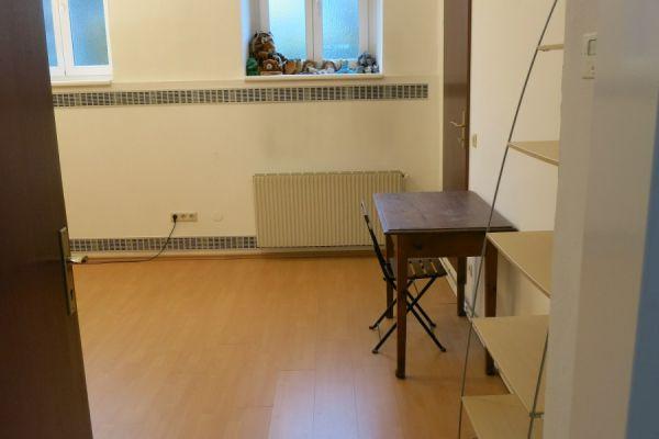Biete Praxisraum für Psychotherapie, Musiktherapie o.ä.