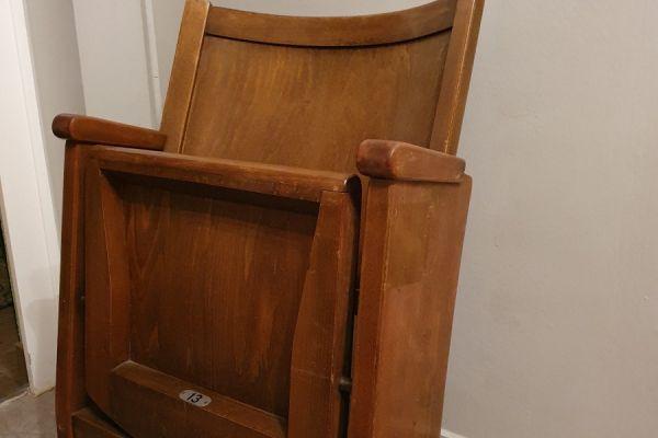 Alter Kinosessel Sitz Nr. 13