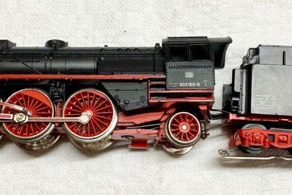 Maerklin Dampflokomotive mit Tender und Rauchentwickler