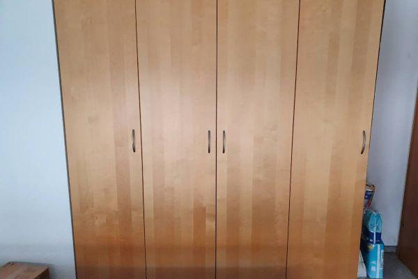 Schlafzimmer / Kleiderschrank 4 Türig Gratis