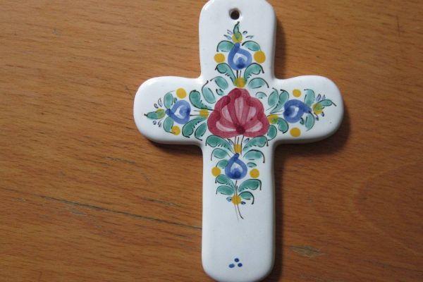Altes Keramik Kreuz - 13cm x 9, 5cm - rustikale Deko - Handarbeit
