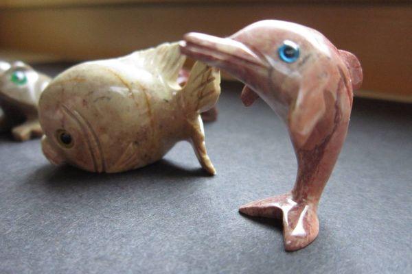 5 Stück Steinfiguren - Delfin, Fisch, Frosch - Speckstein - siehe Bild