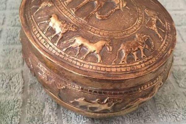 Sehr alte und schöne Dose aus Kupfer