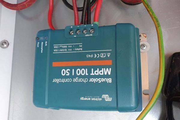 Victron MPPT 100/50 BlueSolar Solarladeregler 12/24V 50A