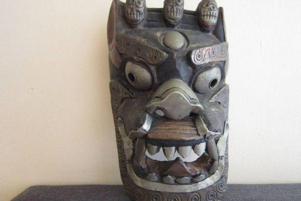 Alte Dämonenmaske - Holz - Metallverzierungen - Tibet / Bhutan