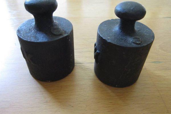 2 Stück alte 1Kg Gewichte - Eisen - für Waage - Vintage