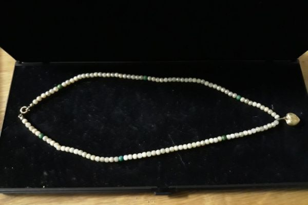 wunderschöne Perlenhalskette mit Herz