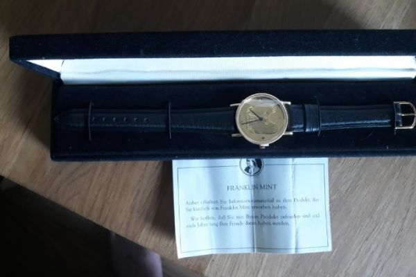 Neue Uhr Ziffernblatt ist ein golden Eagle Sammler
