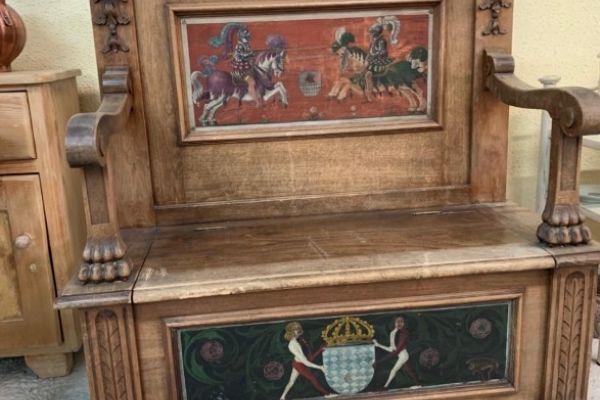 Historische Holzbank