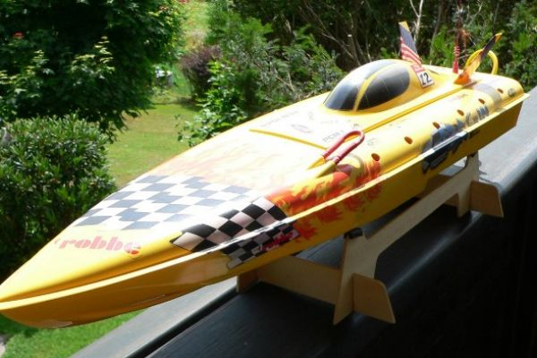 RC Rennboot Magin One