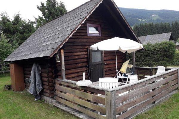 Blockhütte am See mit Fischereirecht