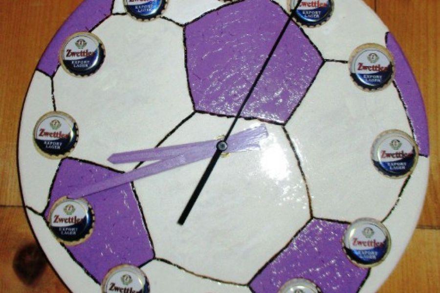 Designeruhr im Fußballlook - Bild 1