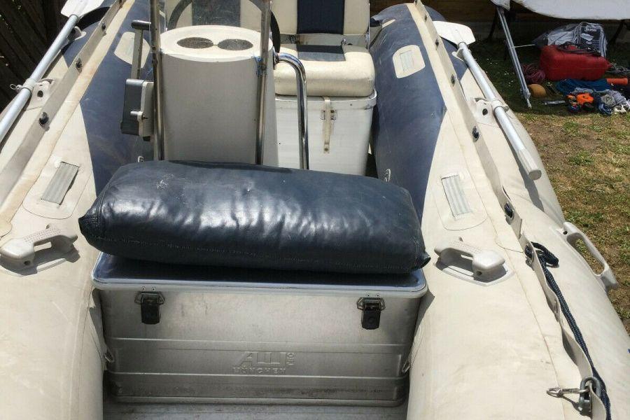 Schlauchboot mit Motor und Anhänger 4,10m x 2,00m - Bild 2